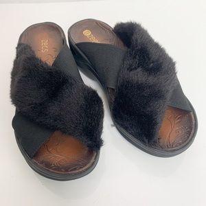 Bzees / Faux Fur Desire Sandals - Size 7 Wide